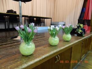Easy Tulip table arrangements